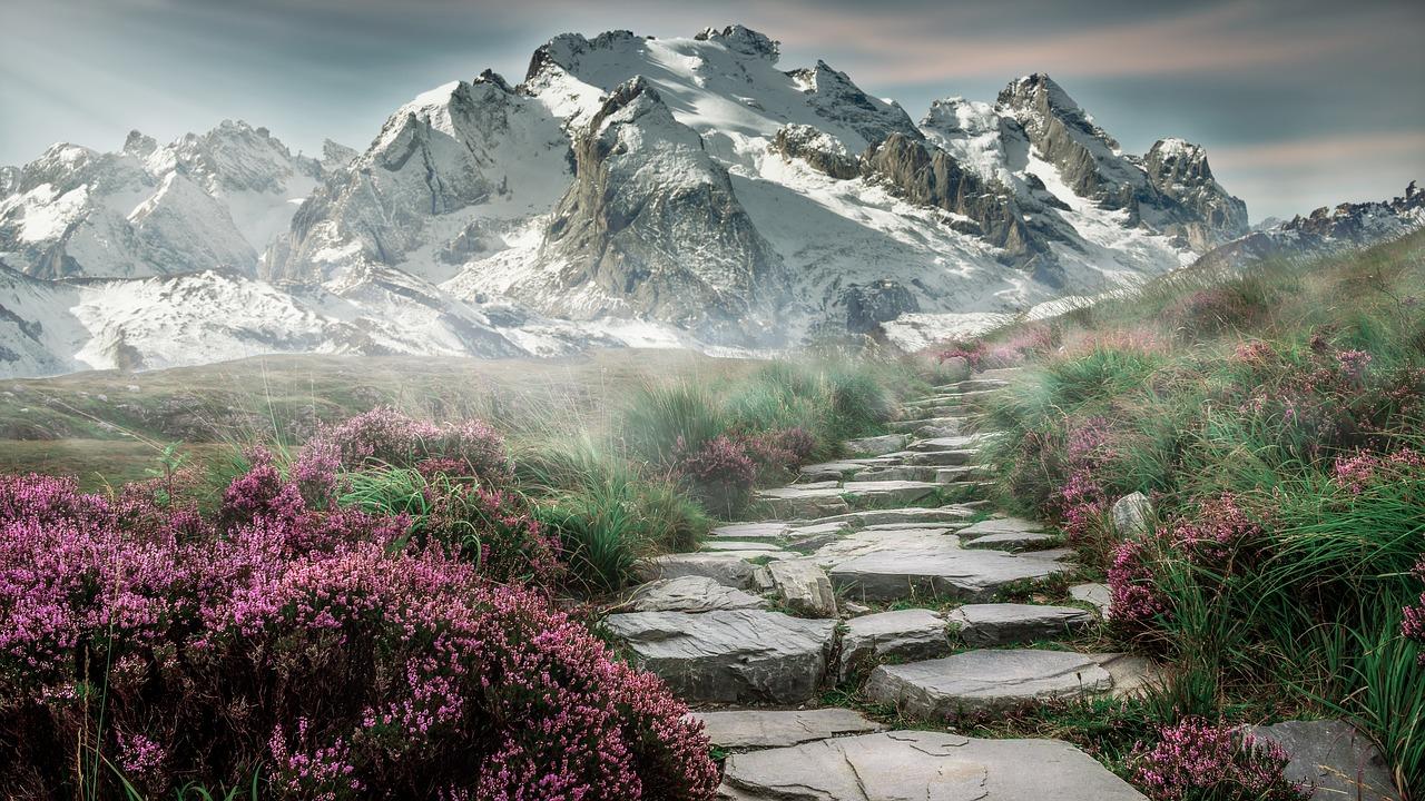 americká zasněná krajina s horami na obzoru